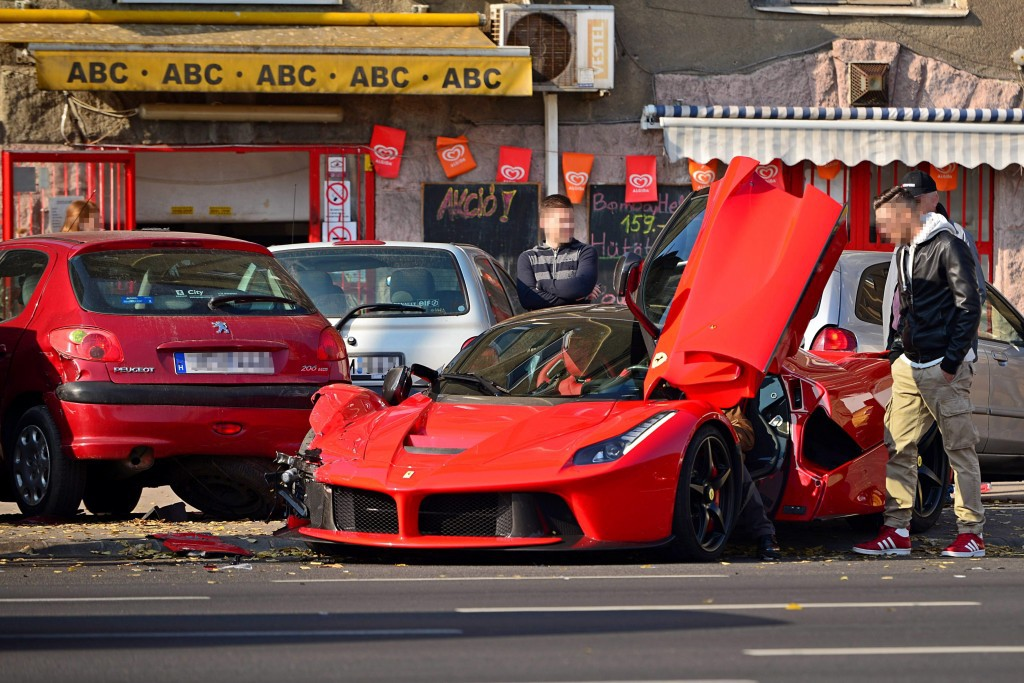 la-ferrari-crash-1.jpg