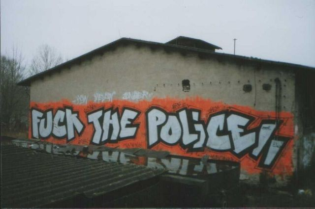 graffiti-fuck-the-police.jpg